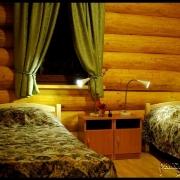 Спальня с раздельными кроватями (в каждом коттедже по две спальни)
